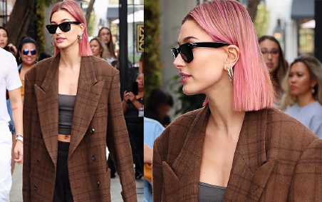 Cheveux roses Hailey Bieber-
