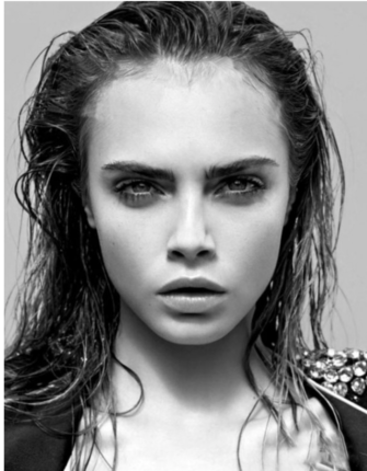 cara Delevingne with long hair and wet look. Look cheveux mouillé portée par Cara