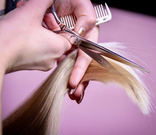 coupe des pointes sur cheveux long pour ne plus avoir de fourches