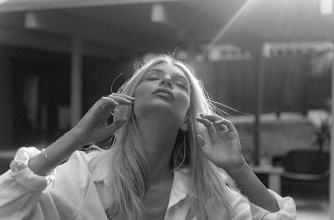 Emily ratajkowski blonde, black and white caption.