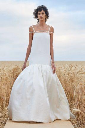 Wedding dress at the Jacquemus show. Le robe de marié printemps été  Jacquemus