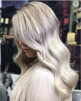 Blond doré clair sur cheveux long