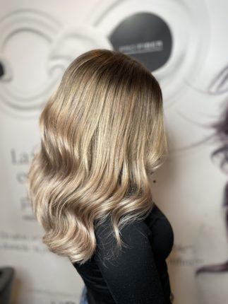 blond champagne réalisé sur cheveux long en ombré