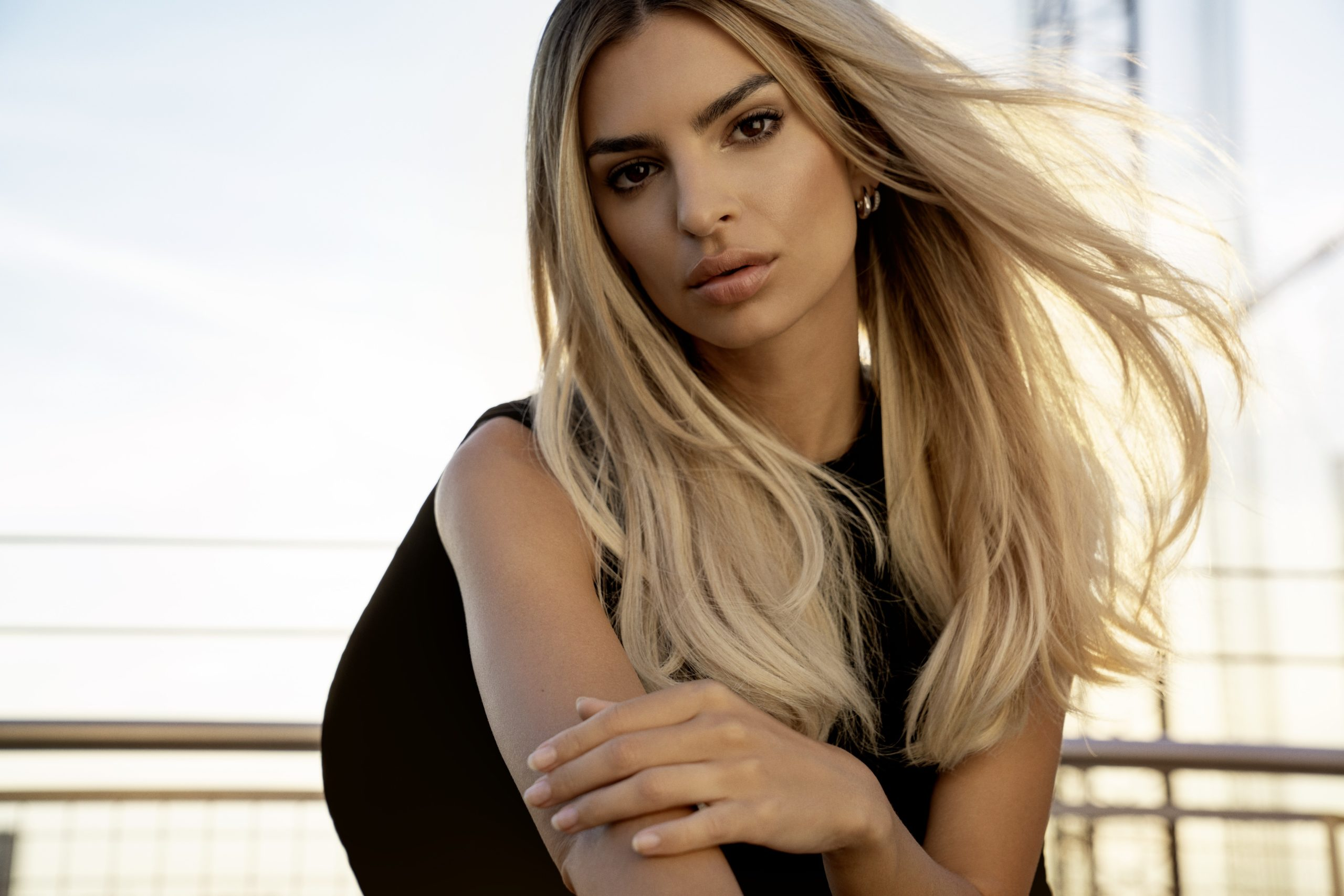 Emily Ratajkowski in blonde with Kerastase